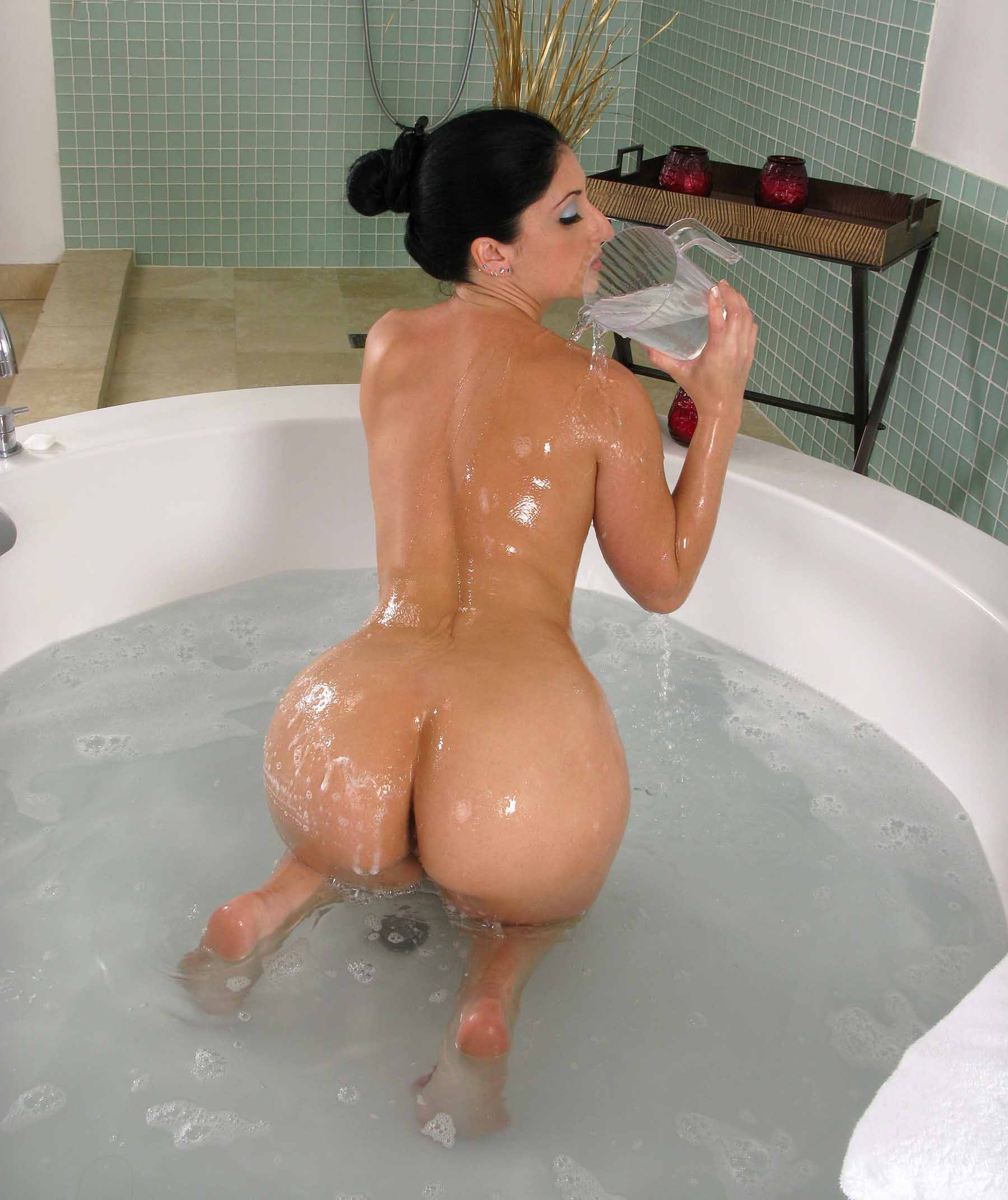 Big Ass Booty In The Shower