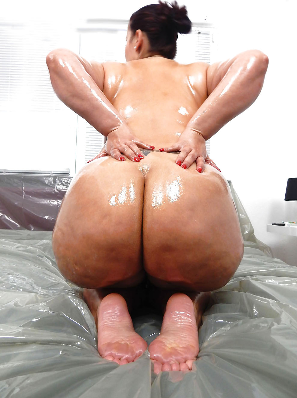 Oiled Up Bbw Cums With Vibrator And Fingers